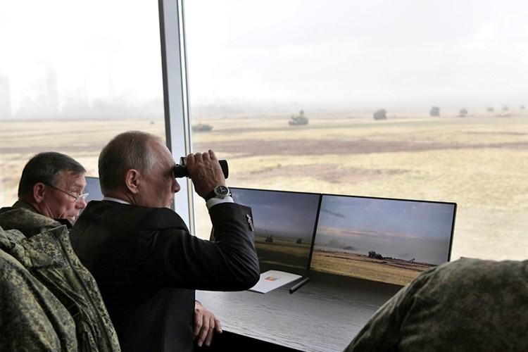 Владимир Путин наблюдал за военными маневрами «Центр-2019» под Оренбургом.