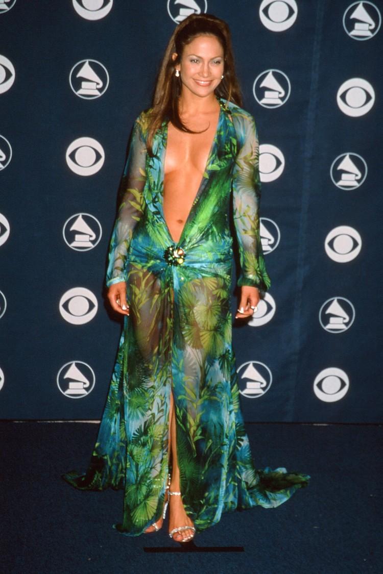 В 2000 году смелый наряд Дженнифер стал настоящей сенсацией.