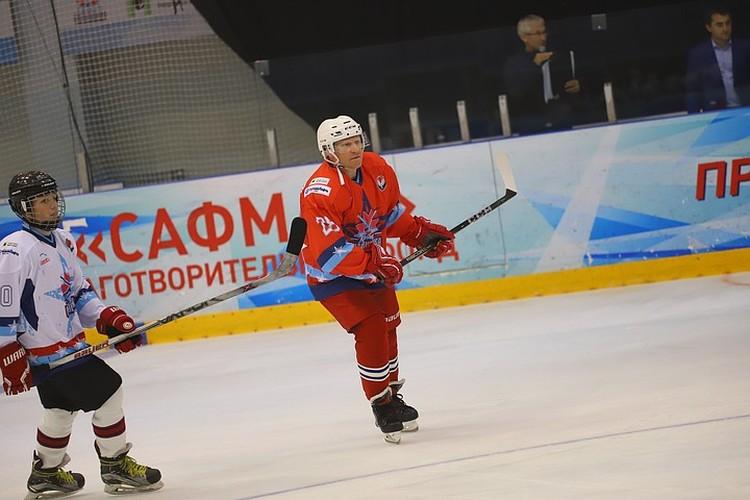 Капитан команды, генеральный директор компании «Белкамнефть» Дмитрий Арсибеков