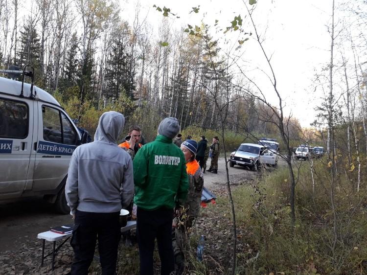 Волонтеры, спасатели, полиция, следователи - всем миром искали Демко в тайге Фото: «Поиск пропавших детей - Красноярск»