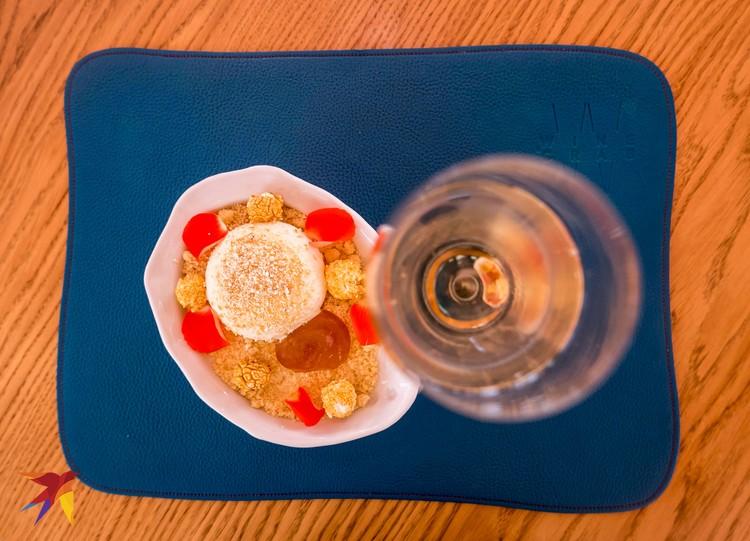 Ряженка, бобы тонка, поп-корн и джем из апельсина и соевого соуса (Wine & Crab).