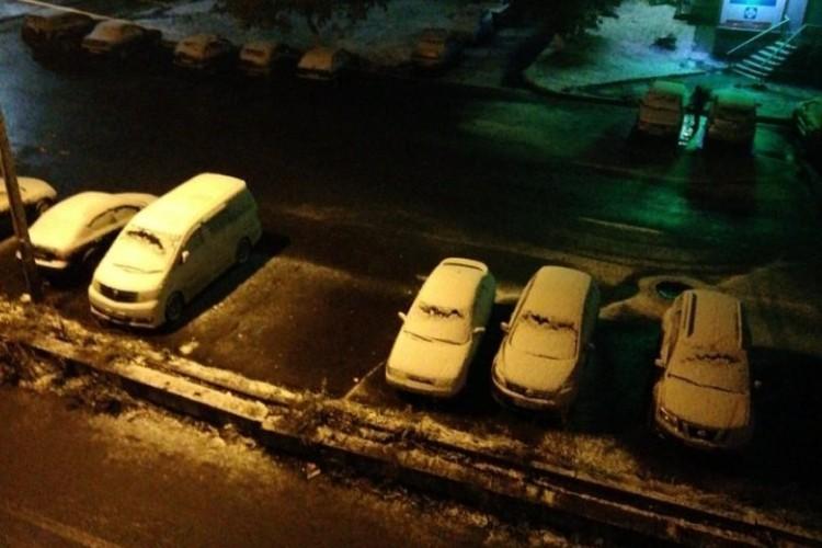 """Снег выпал ночью в Кузбассе. ФОТО: vk.com, """"Подслушано Березовский"""", Danil Tsynami."""