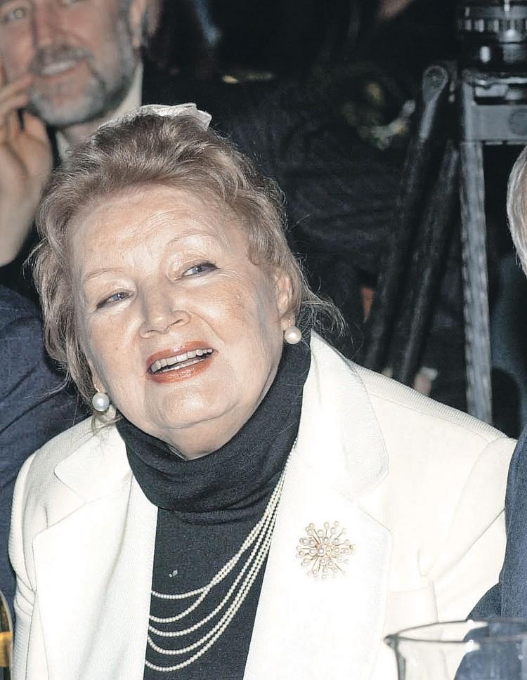 Жена Захарова Нина Лапшинова тоже была актрисой. Но играть в своих фильмах режиссер ее не приглашал. Исключение - маленькая роль в его картине «12 стульев», где Нина сыграла супругу отца Федора.
