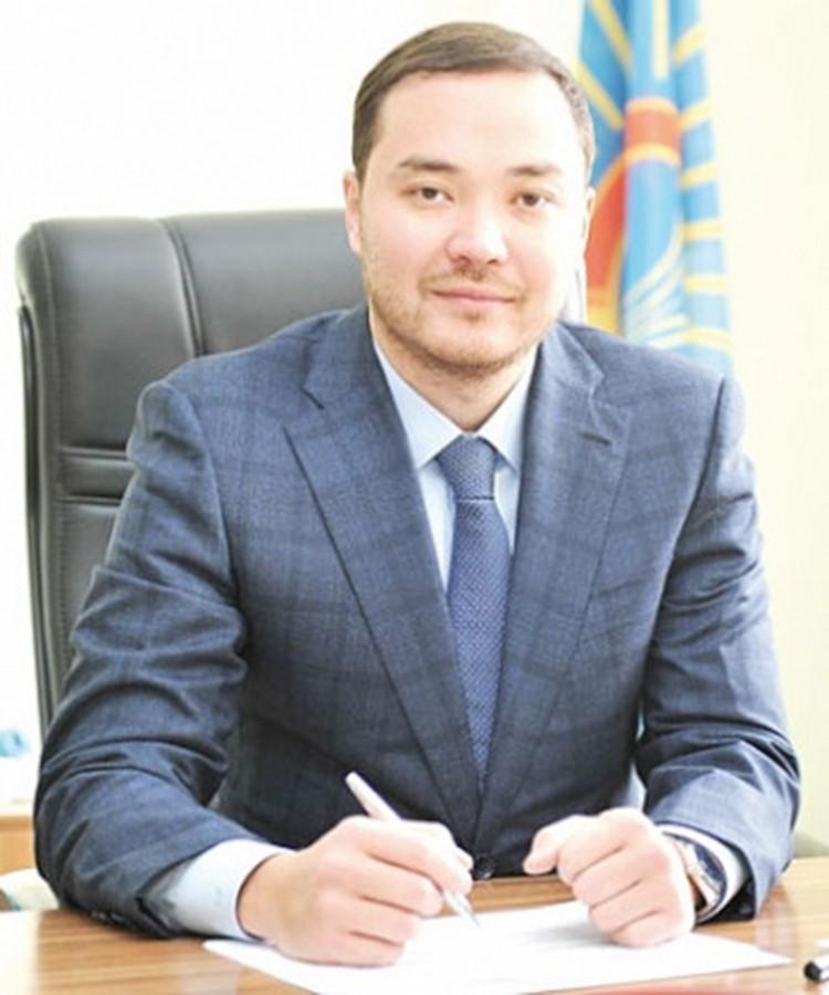 Санияр Айтекенов.