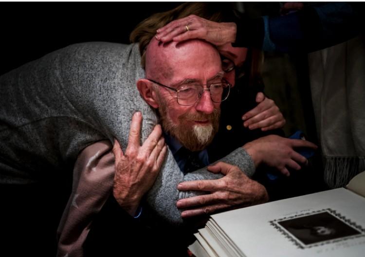 Кип Торн - один из лауреатов Нобелевской премии по физике за 2017 года, удостоен за гравитационные волны. Обрадовался, узнав.