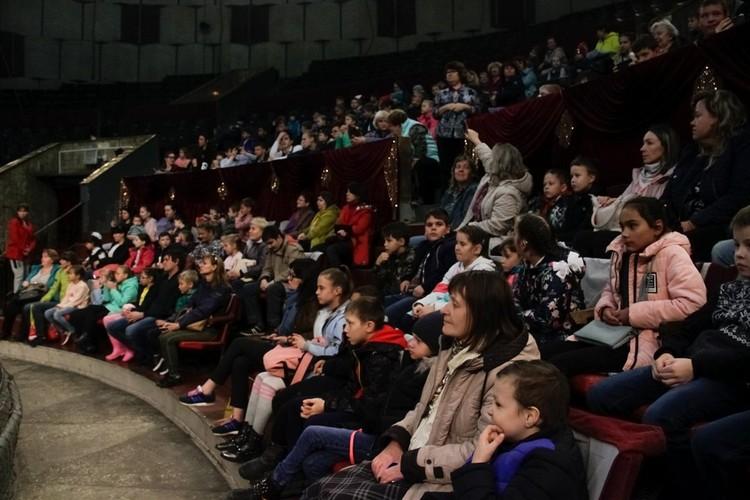 В цирк пригласили более 400 детей