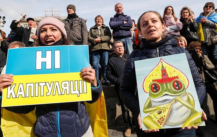 В итоге в центре Киева собрались более 10 тысяч разгневанных «капитуляцией» Украины