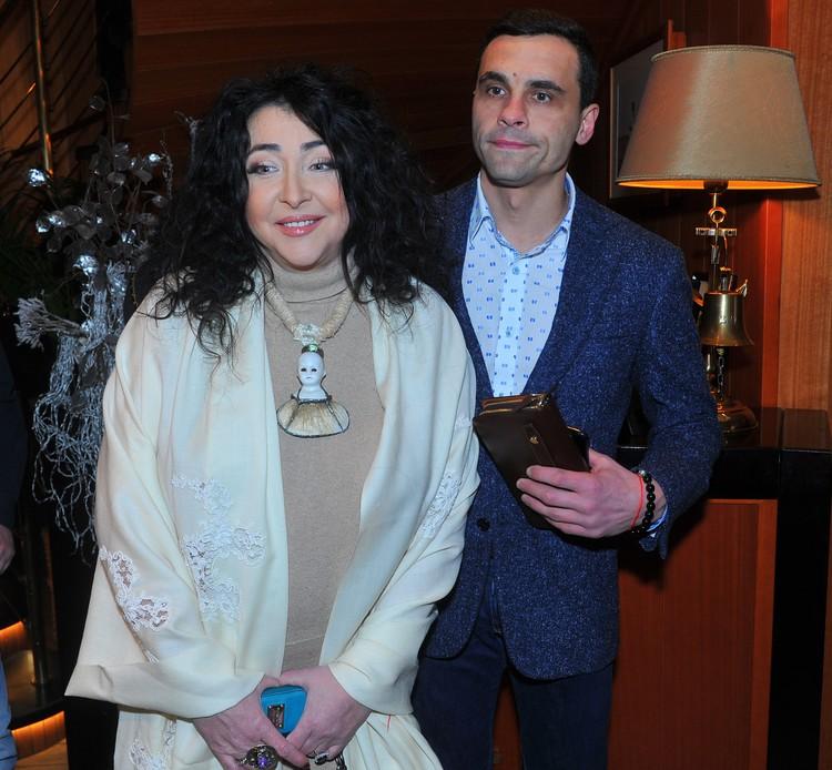 В эксклюзивном интервью «КП» певица рассказала о своей жизни после разрыва с мужем.