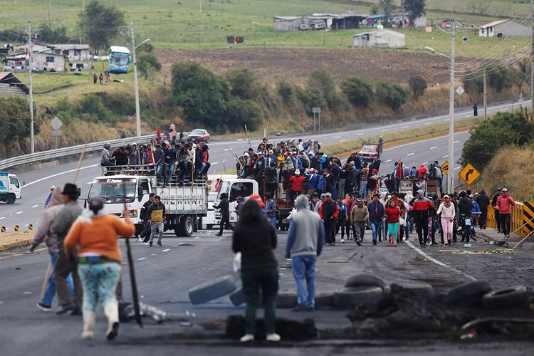 Число участников протеста растет, в город стягиваются недовольные правительством представители коренного населения.