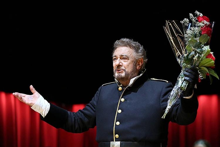 Восемь певиц и одна танцовщица утверждали, что Пласидо домогался их на протяжении 30 последних лет, шантажируя ролями в спектаклях