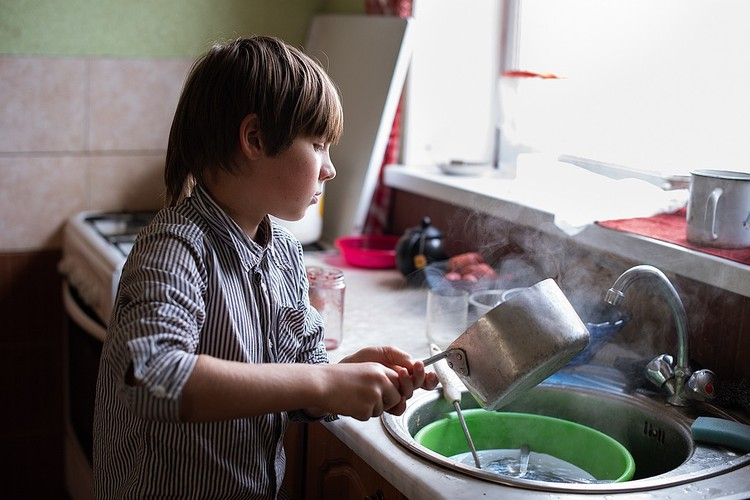 Младший сын, Костя часто готовит завтра на всю семью