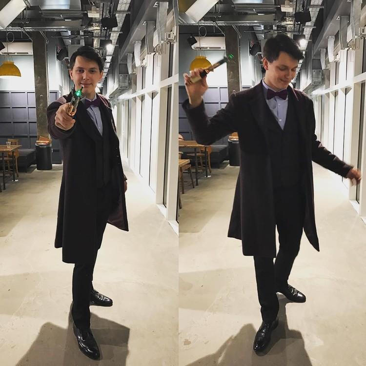 После прочтения книги Дени всегда надевает костюм Гарри Поттера