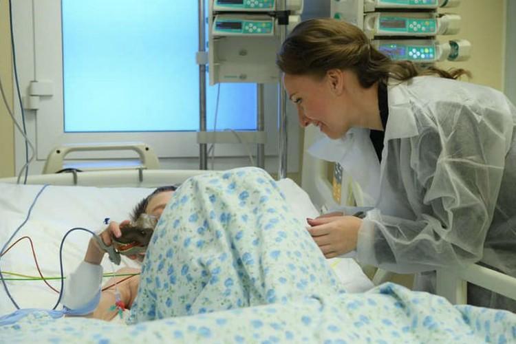 Уполномоченный при Президенте РФ Анна Кузнецова также навестила Максимку в больнице. Фото: личная страница Анны Кузнецовой в соцсети