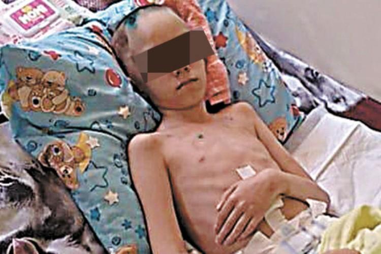 11-летний Максимка с мая прикован к постели. Фото: личный архив Ольги Галенко