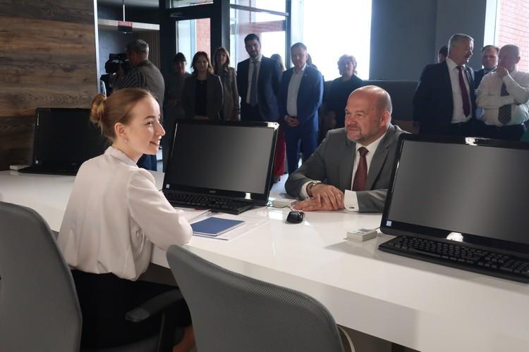 Губернатор Архангельской области Игорь Орлов посетил центр «Мой бизнес».