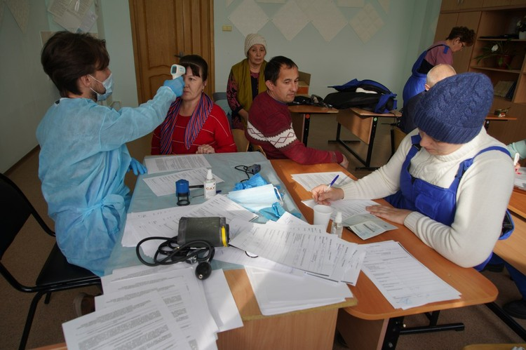 Когда медосмотр закончится, за дальнейшим состоянием здоровья населения будет наблюдать медицинский работник. Фото Светланы Голяковой