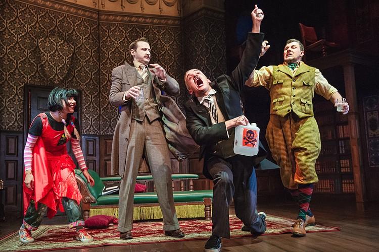 В Москве, на сцене Театра МДМ пройдут последние спектакли перед гастролям бродвейской «Очень смешной комедии о том, как ШОУ ПОШЛО НЕ ТАК»