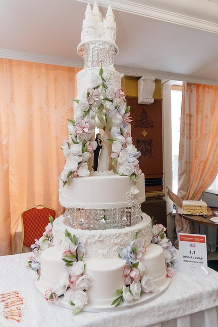 А это - обязательный элемент любого конкурса тортов - свадебная пирамида. Фото: International Pastry Cup