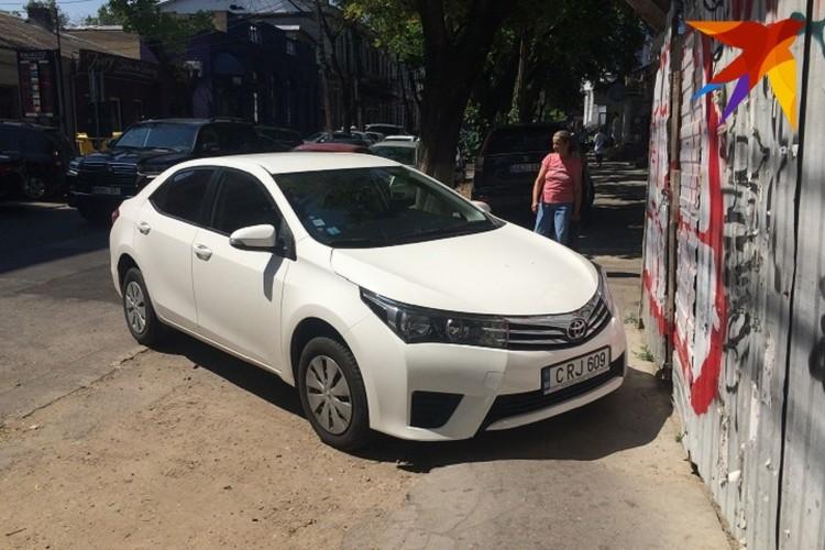 Не надоели такие вот тротуары в молдавской столице?!