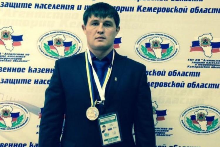 С 1997 года он руководил Беловской спасательной группой. ФОТО: Агентство по защите населения и терриотрий Кемеровской области.