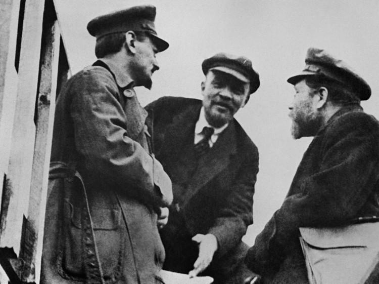 Ленин, Троцкий и Каменев.