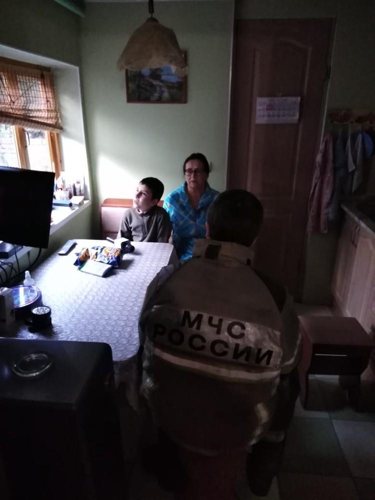 Ребенок пообещал больше не звонить в экстренные службы без надобности. Фото:пресс-служба ГУ МЧС по Ростовской области