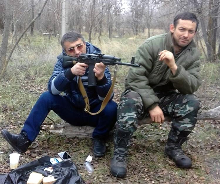 Балауди Хусиханов (на фото слева) приехал на стрелку со стороны Бациевых, получил битой по голове, выжил.