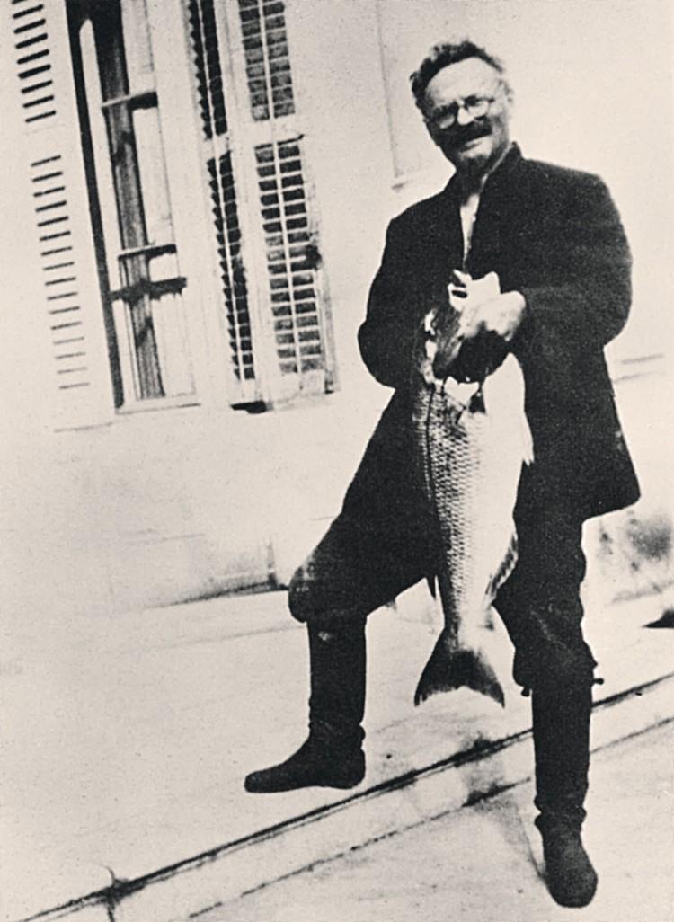 В Мексике Лев Троцкий не только писал труды, ставшие популярными во всем мире, но и рыбачил - на его крючок попадалась и барракуда...