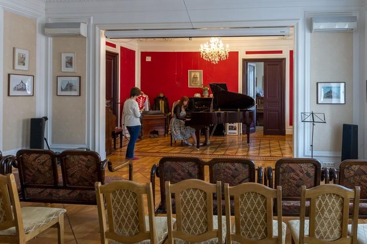 Как сконструирован домашний концертный зал, известно одному Бенуа. Но соседи на шум не жалуются.