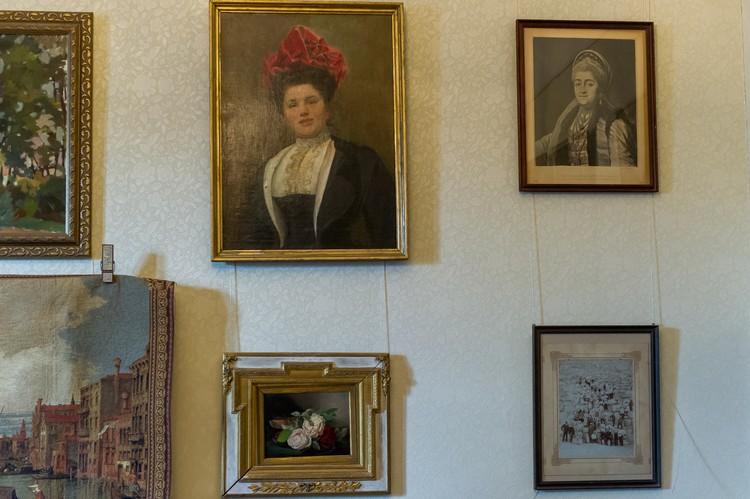 Дочь богатого астраханского купца, Мария Сапожникова росла в окружении подлинных предметов искусства.