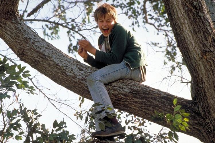 Уже за вторую большую роль - тяжело больного, умственно отсталого парнишки в фильме «Что гложет Гилберта Грейпа» его номинировали на «Оскар»