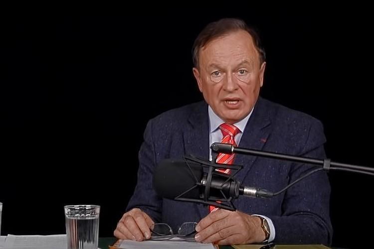 По словам Василия Кунина, Олег Соколов отличался экспрессивной манерой речи и активной жестикуляцией. Фото: Скриншот из видео