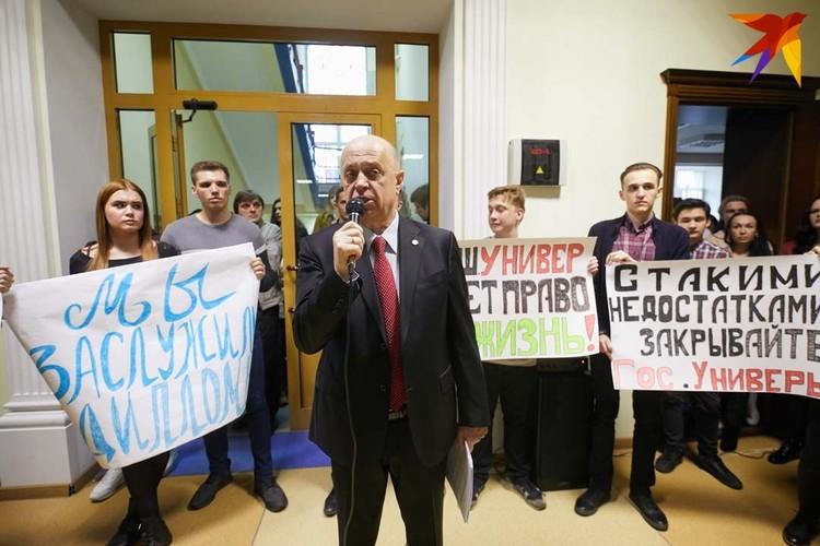 Николай Васильевич Суша - ректор университета все 29 лет, сколько существует МИУ