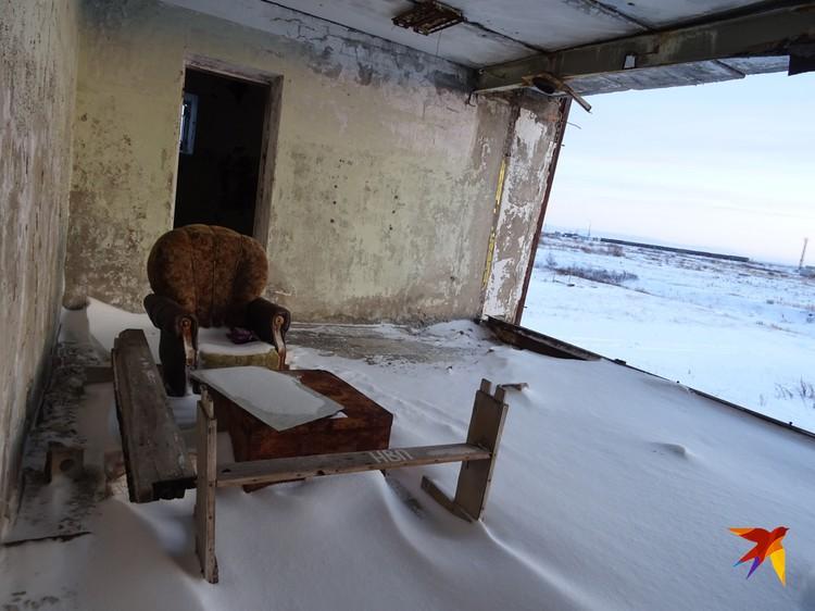 Жилье, давно оставленное людьми в бывших шахтерских поселках, представляют собой грустное зрелище.