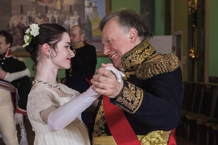 Олег Соколов и Настя Ещенко часто принимали участие в костюмированных балах, где преподаватель выступал в качестве распорядителя. Фото: СПбГУ