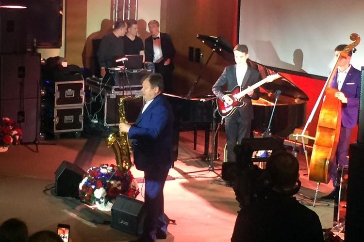 А закрывал концерт сам Игорь Бутман со своими учениками