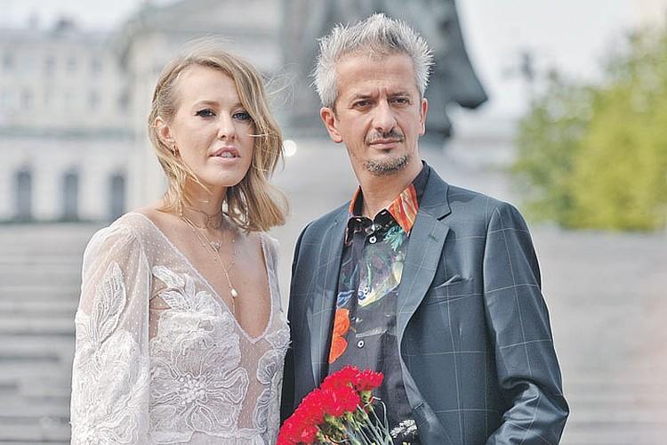 Новый выпуск своего блога Никита Сергеевич посвятил бракосочетанию Ксении Собчак и режиссера Константина Богомолова.