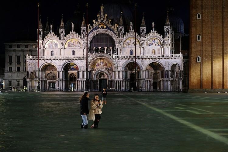Площадь перед знаменитым собором полностью затоплена