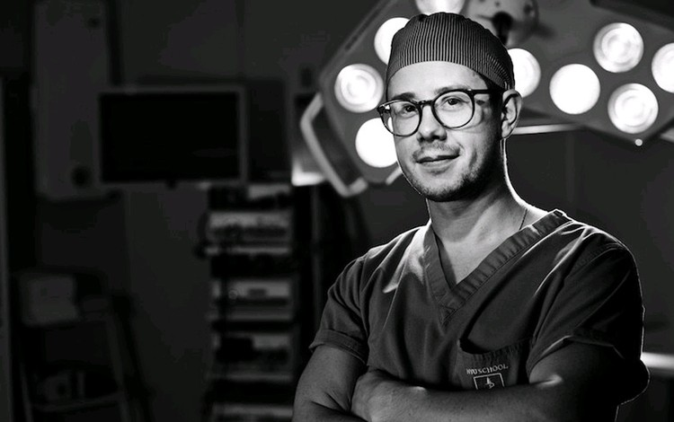 Пластический хирург Дмитрий Мельников.
