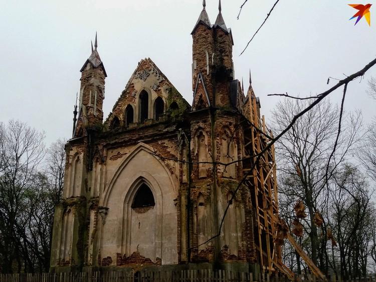Усыпальница Ожешко - редкий пример неоготической архитектуры в Беларуси.