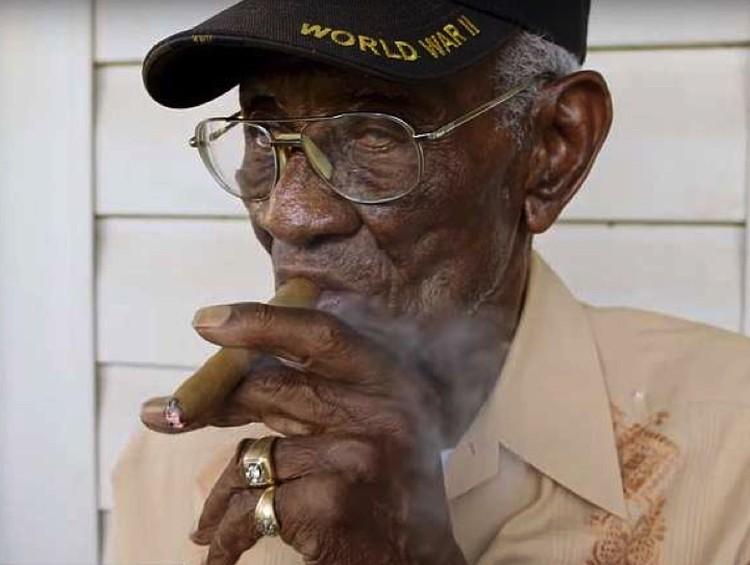 Ричард Овертон — ветеран Второй мировой войны. Умер в 2018 году в возрасте 112 лет. Любил сигары, бурбон и мороженое.