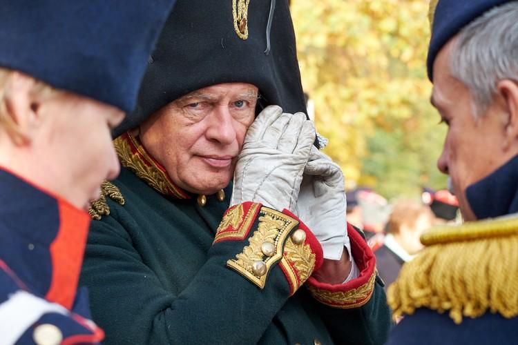 Мундир с золотым шитьем у Соколова уже второй. Первый 20 лет назад ему подарил коллега из Франции.