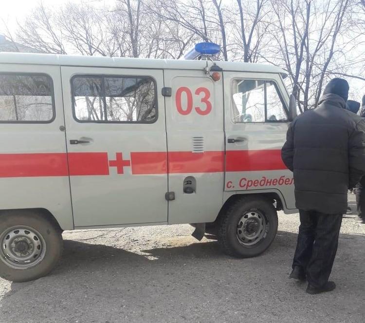 Одной из присутствующих женщина, стало плохо. ей вызвали скорую помощь. Фото: Татьяна РЯБОВА