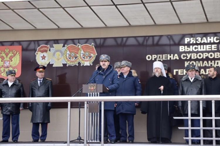 Замминистра обороны поздравил с днём рождения Рязанское училище, которое сам заканчивал. Фото предоставлено пресс-службой Минобороны РФ