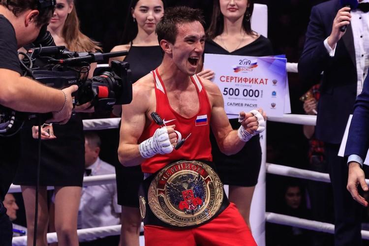 Расул Салиев стал новым чемпионом в своей категории/ Фото: Федерация бокса