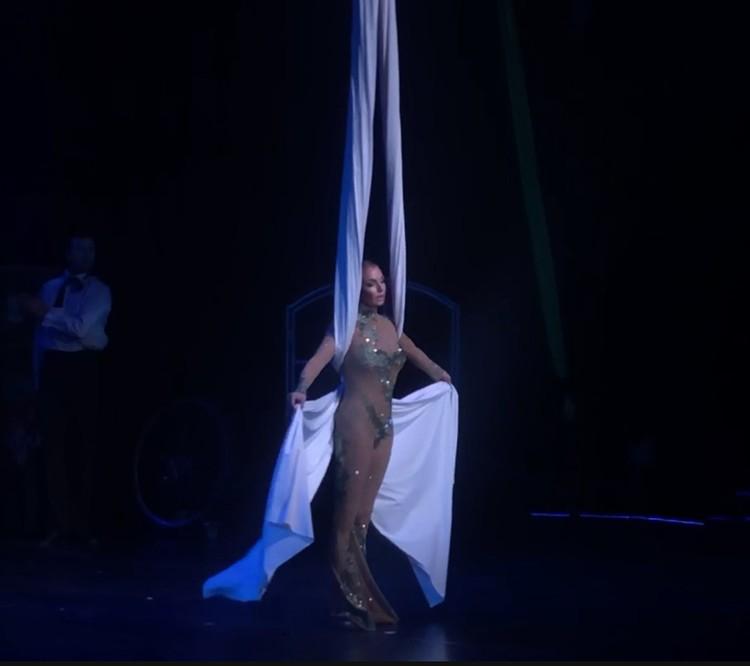 Балерина появилась в «голом» наряде в концертном зале «Вегас»