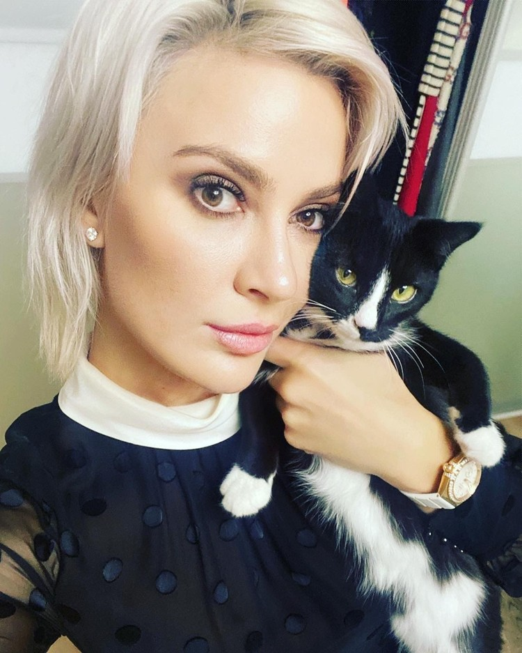 На снимке Валерия и ее кошка Света.