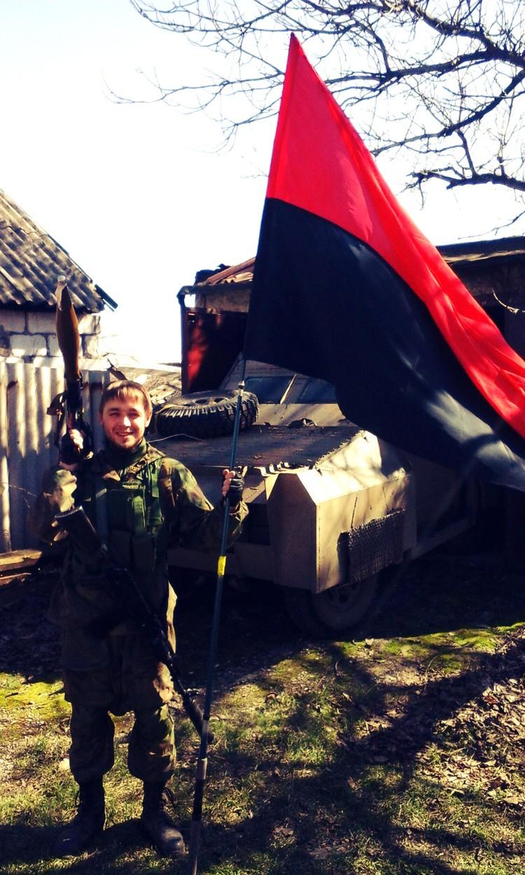 Из родного Владивостока Алексей Филиппов, не работая ни в одной из российских силовых структур, отправился в незалежную, чтобы внедриться в «Правый сектор»* и помогать ополчению Донбасса информацией.