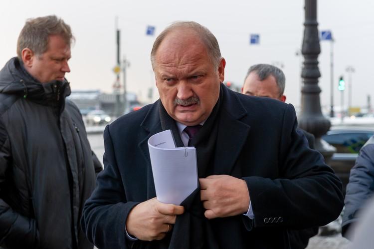 Утром 2 декабря Николай Бондаренко проверил уборку четырех районов города.