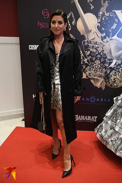 Певица Жасмин верхнюю одежду снимать не стала Фото: Михаил ФРОЛОВ